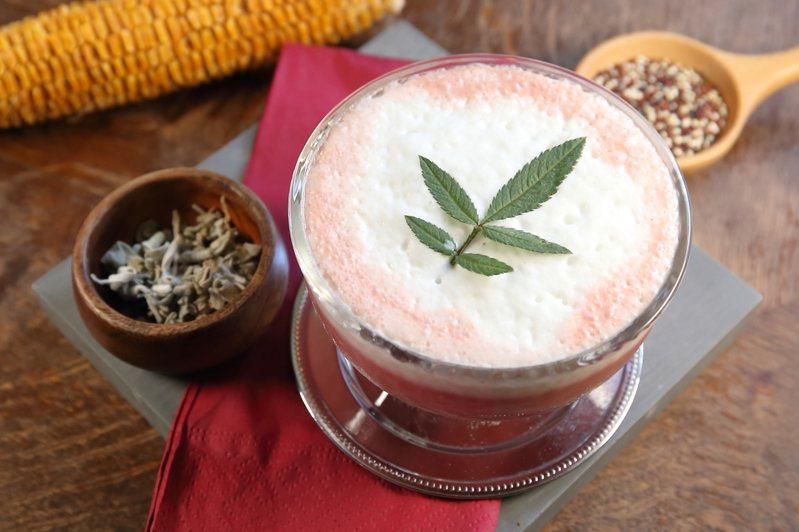 「墨西哥-永恆的愛」透過藜麥奶、錫蘭茶、伯爵茶搭配,每杯250元。記者陳睿中/攝影