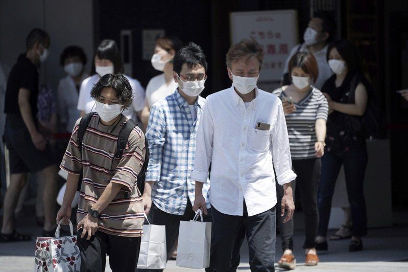 日本同志社大學心理學教授中谷內一表示,民眾戴口罩並非為了防疫,而是因為其他人都有戴口罩。(美聯社)