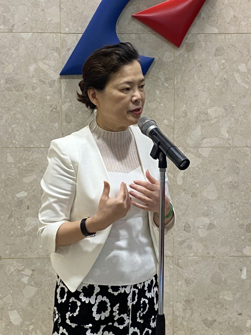 王美花今日於經濟部部務會議會前受訪表示,立法院二次臨時會不開,恐讓紓困3.0追加預算卡關。 記者林于蘅/攝影