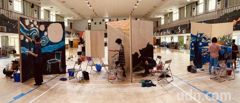 台南市教師會舉辦「3D地景彩繪」教師研習,老師要各自完成大型畫作。圖/台南市教師會提供