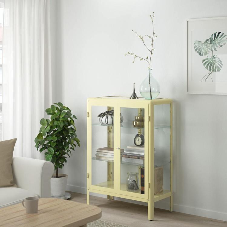 FABRIKÖR玻璃門櫃淺黃色。圖/IKEA提供