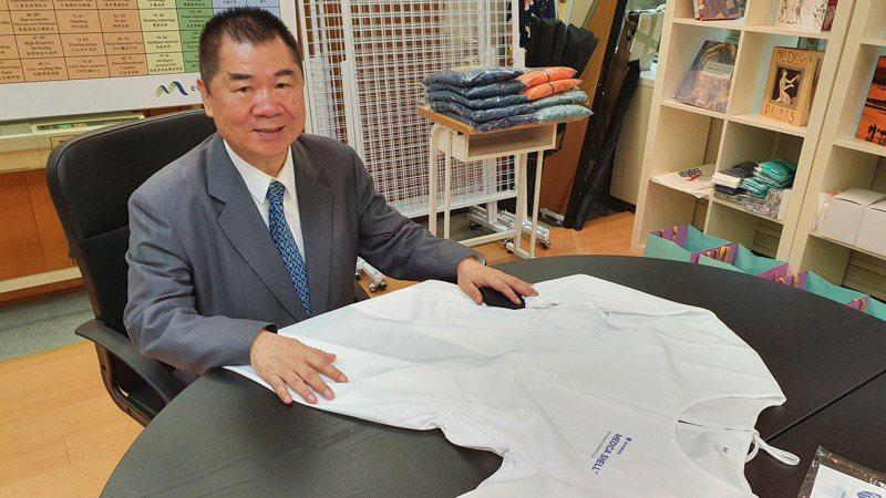宏遠切入防護衣市場出貨逐漸放量,總經理葉清來預告公司第3季可以賺錢了。 記者曾仁凱/攝影