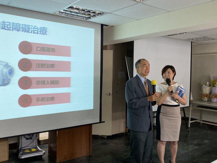 中山醫院高階顯微血管重建中心醫師許耕榕(左)表示,勃起功能障礙有許多種原因,其中...