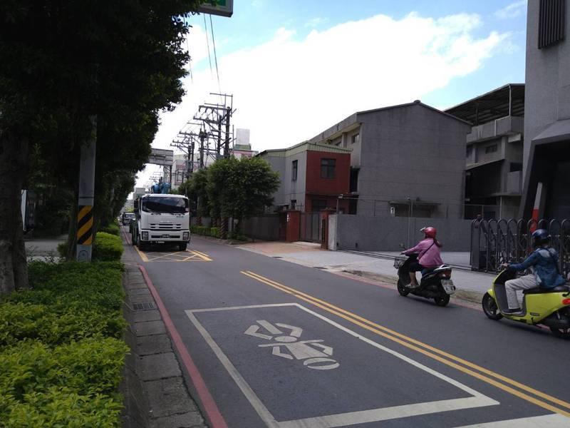 新北市土城工業區主要聯外道路為中山路,目前服務水準B級,屬穩定車流。記者吳亮賢/攝影