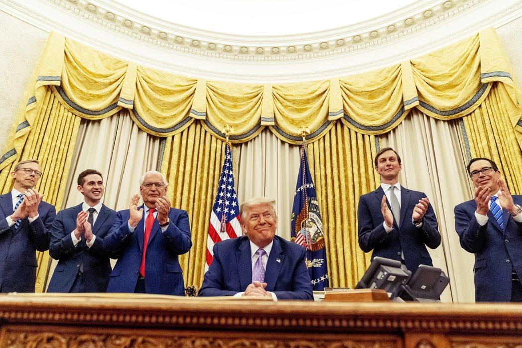 川普表示,以阿兩國最快3星期內共赴華府簽字,UAE也將是繼埃及、約旦之後,第三個...
