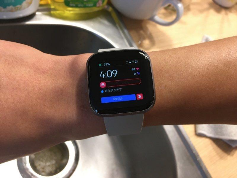 在Fitbit「Clean Cues」表面按下開始洗手後,會開起20秒的計時器,...