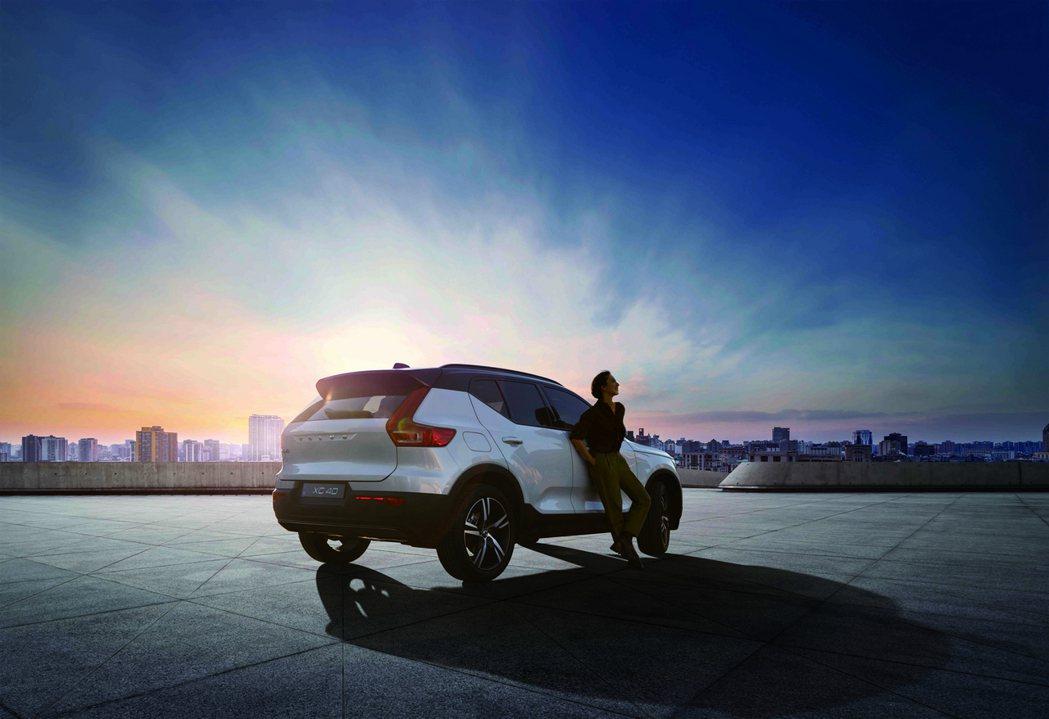 國際富豪汽車正式宣布全新年式 XC40 T3 在台上市,搭載全新 Drive-E...