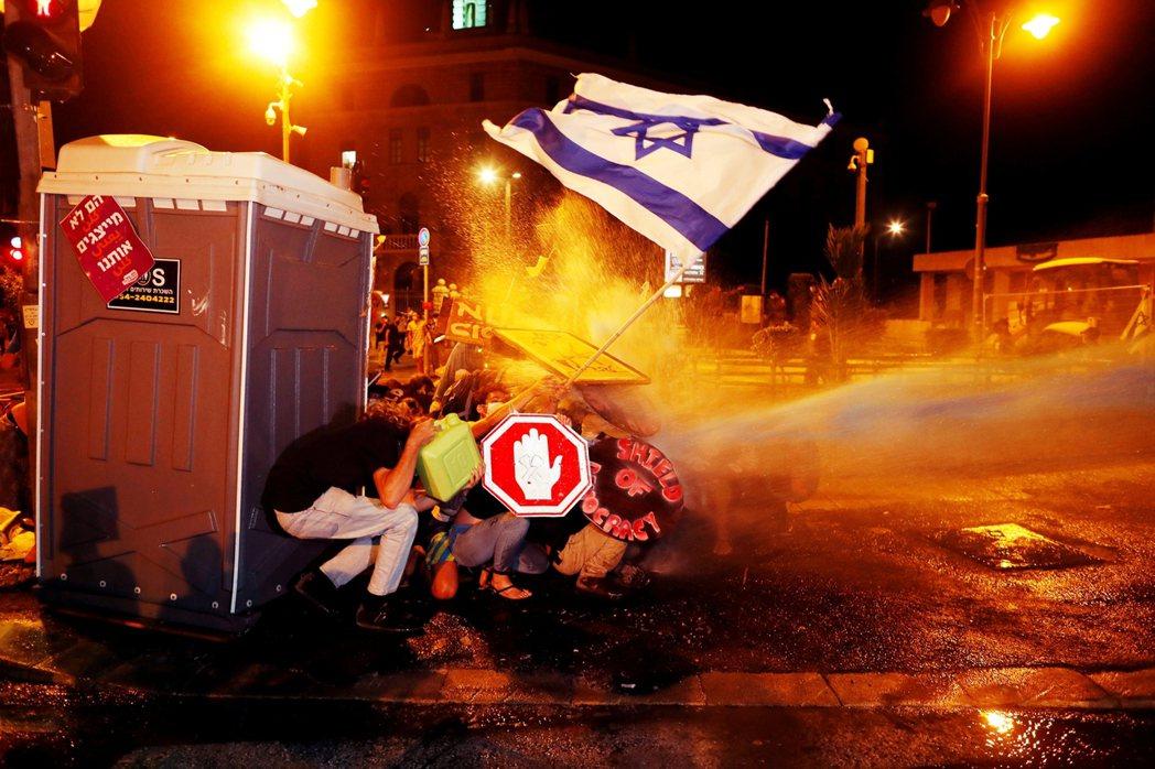 近幾周,以色列的公民反政府抗爭,讓聯合內閣再度陷入破局與重新選舉的危機。 圖/路...