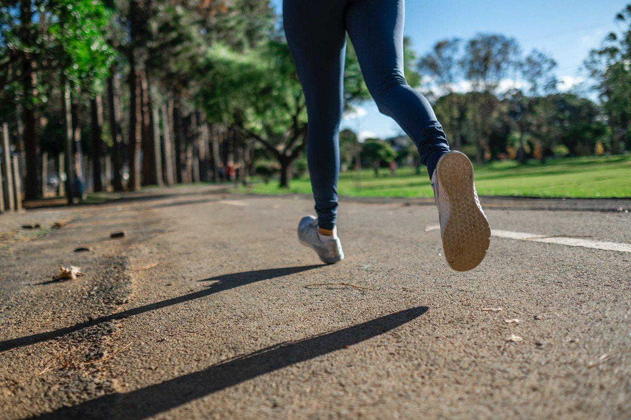 如果以前可以跑步,現在走50公尺就會喘,原本一口氣爬很多樓梯,現在三層樓要休息兩...