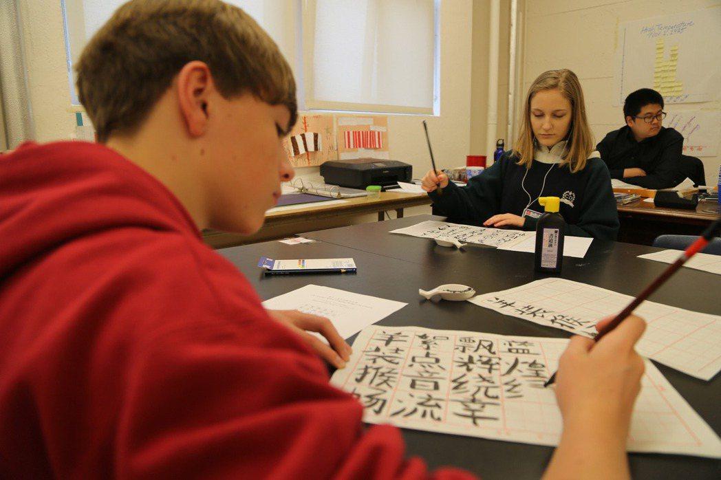 蓬佩奧強調「美國要確保國內學生所接受的中華語言與文化教育,不受中共及其代理人所操控。」 圖/新華社