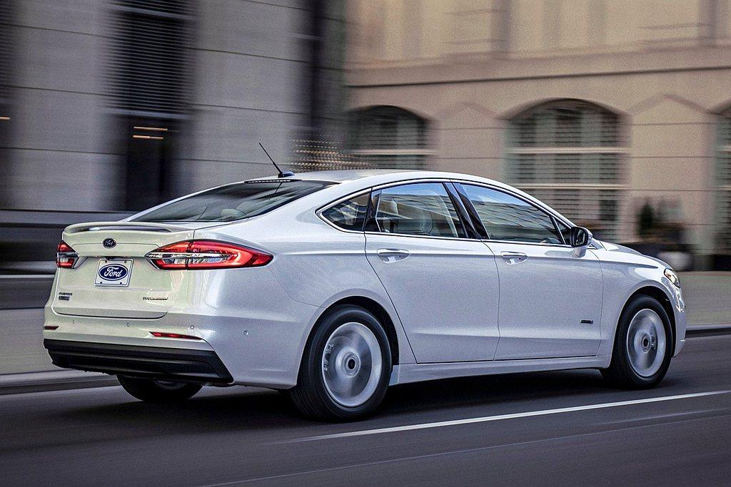 Ford在美國市場的四門房車已經悄悄退出銷售陣容,最後一款Fusion不僅在日前...