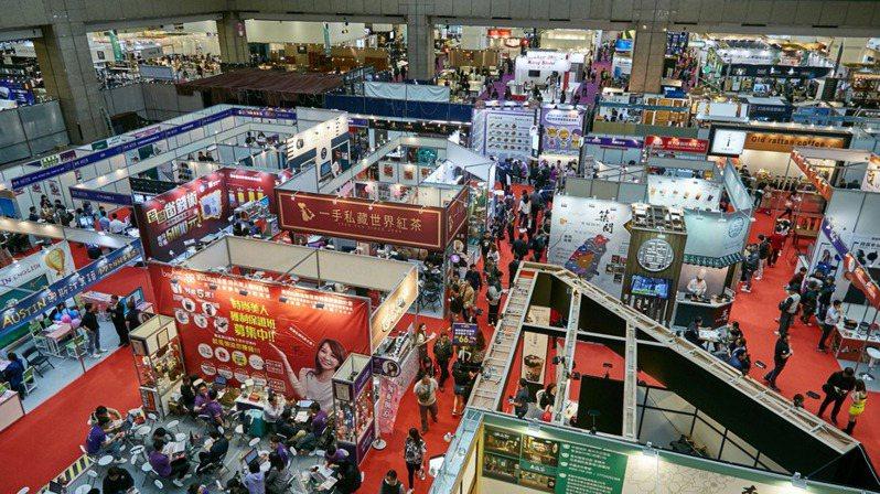 新冠肺炎導致全世界會展停擺,不過台灣解封後的首場連鎖加盟大展會場,卻湧入比往年多出一成的人潮。報系資料照