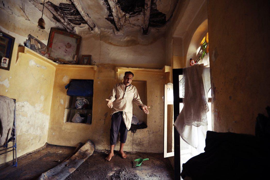 百姓身家財產與生命安全備受威脅,世界遺產的沙那舊城也因狂風暴雨遭致嚴重破壞。 圖...