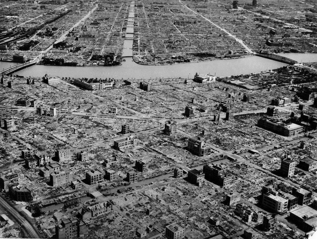 圖為1945年東京大空襲。 圖/美聯社