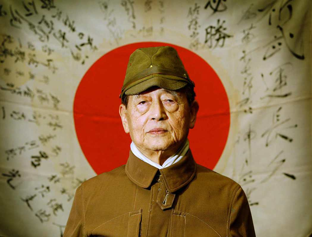 「長官的命令等同天皇的命令」而無法違逆,也就只能選擇所謂的「慷慨赴死」。在當時軍...