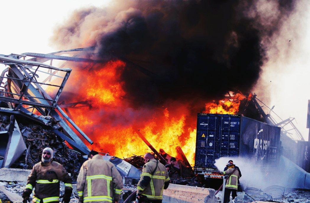 透過現場目擊者,以及前去救援的消防單位負責人的說法,直指在接獲通報到發生大爆炸前...