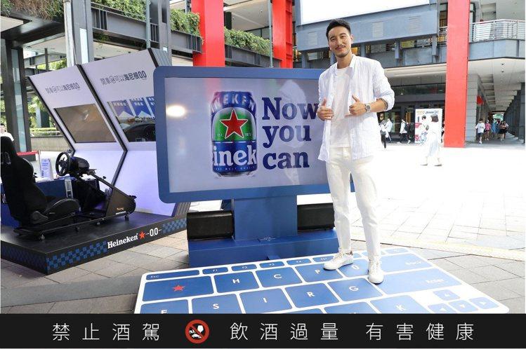 新手老爸王陽明今日帥氣站台,輕鬆展現0設限的率性風範。圖 / 海尼根提供。