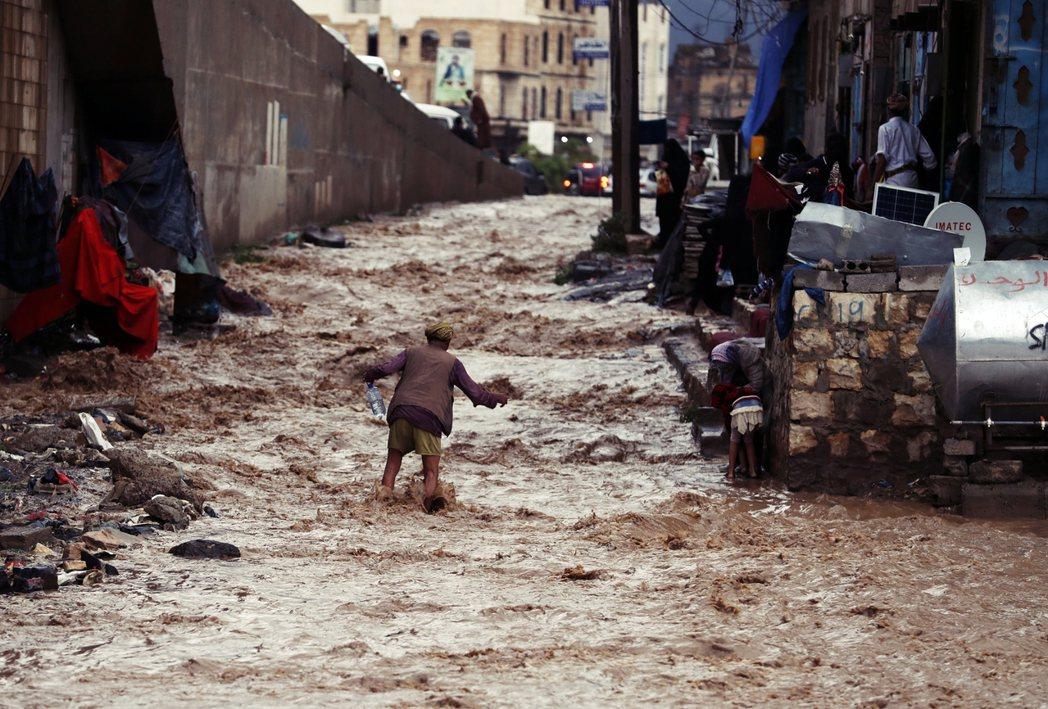 根據官方統計,自7月中旬至今全國至少172人因此遇難喪命。圖為7月底的沙那洪災。...
