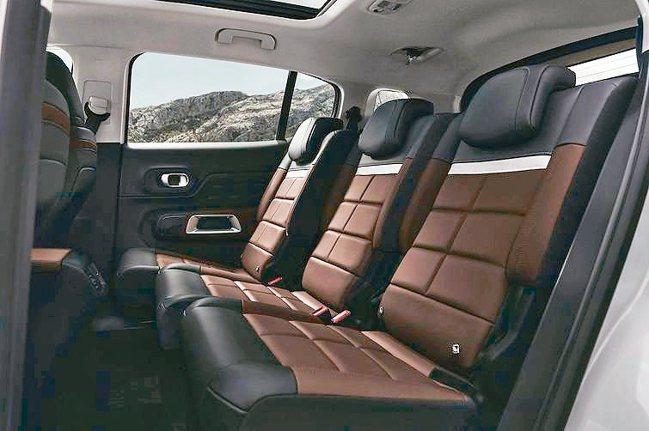 全球首款標準配備後座獨立3張獨立座椅的SUV。 圖/寶嘉聯合