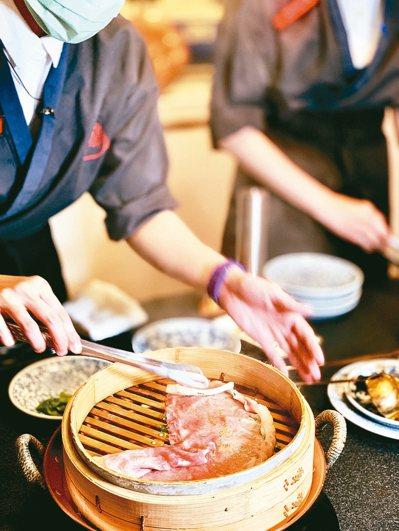 以多種部位、多元烹調,在蘭亭和牛割烹,一個晚上有高潮迭起的和牛料理端上桌。 圖/...