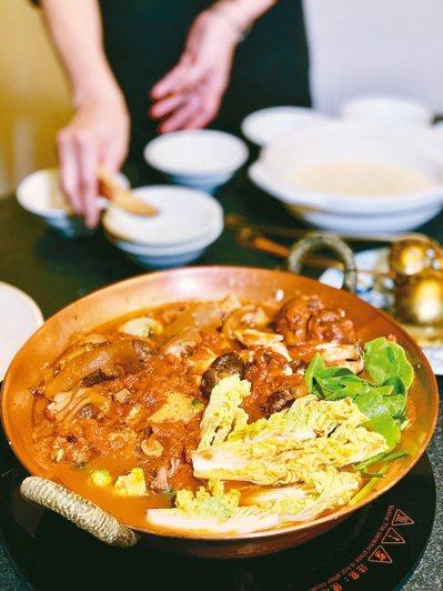 食材華麗的牛尾湯,香料來自花東,最特別的是蘭小明從花蓮長濱鄉帶回的白玉螺手工丸,...