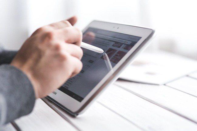 根據世界經濟論壇(WEF)研究,數位轉型可創造超過100兆美元的價值。 pexe...