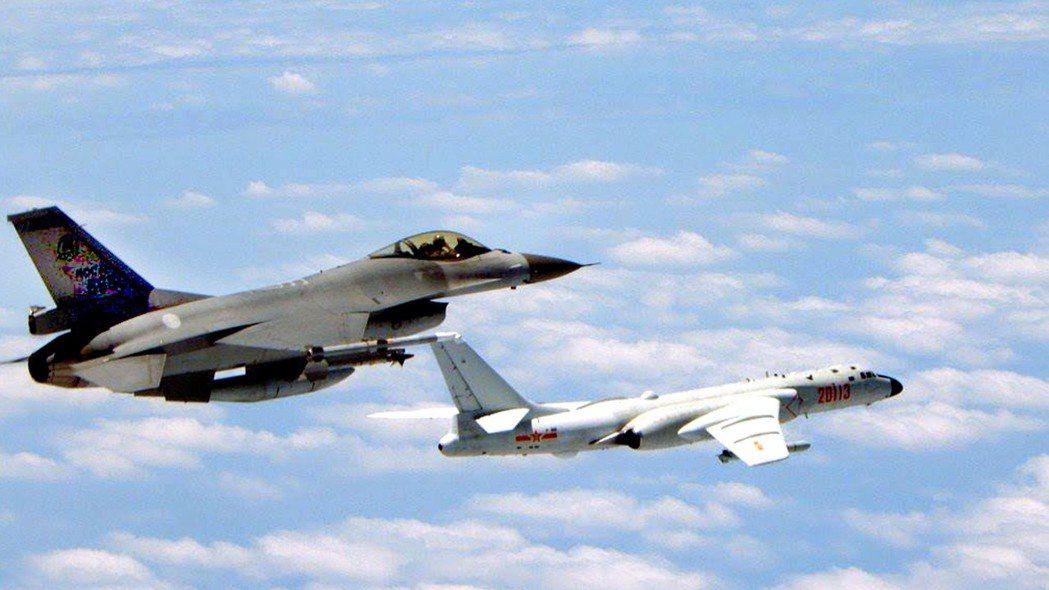 美國國防部14日發布的軍售合約中,包括與洛克希德馬丁公司約定打造90架F-16戰...