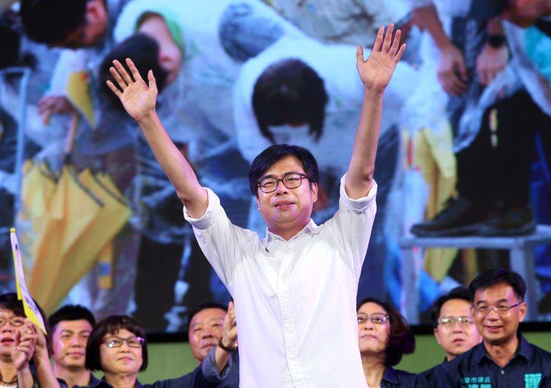 民進黨高雄市長補選候選人陳其邁(中),昨天在鳳山舉辦選前之夜造勢晚會,表示自己已經準備好了。記者林澔一/攝影