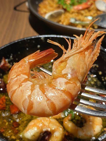 大草蝦脆口,蛤蜊新鮮飽滿,湯汁盡收於其中。