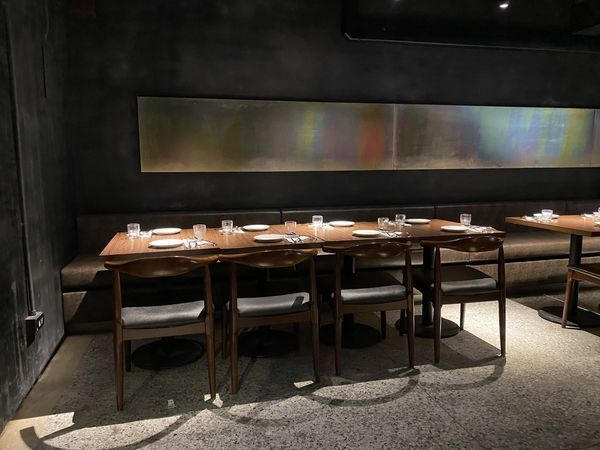 2-4座可併桌提供多人聚餐