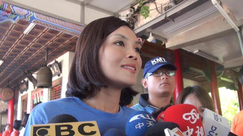 高雄市長國民黨候選人李眉蓁呼籲市民,至少給國民黨完成四年市長任期的機會。 記者王昭月/攝影