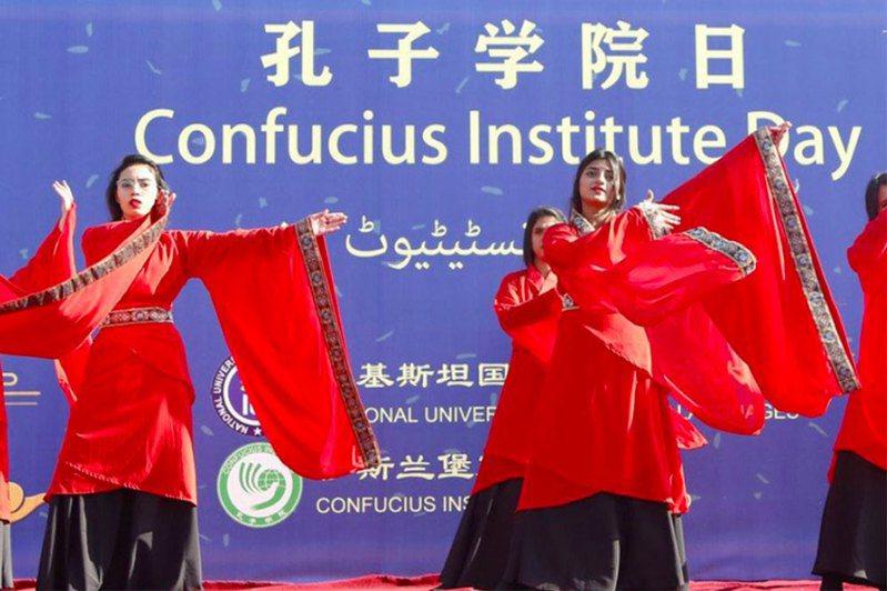 美國國務院13日發布,將孔子學院指定為中國大陸駐外使團。新華社
