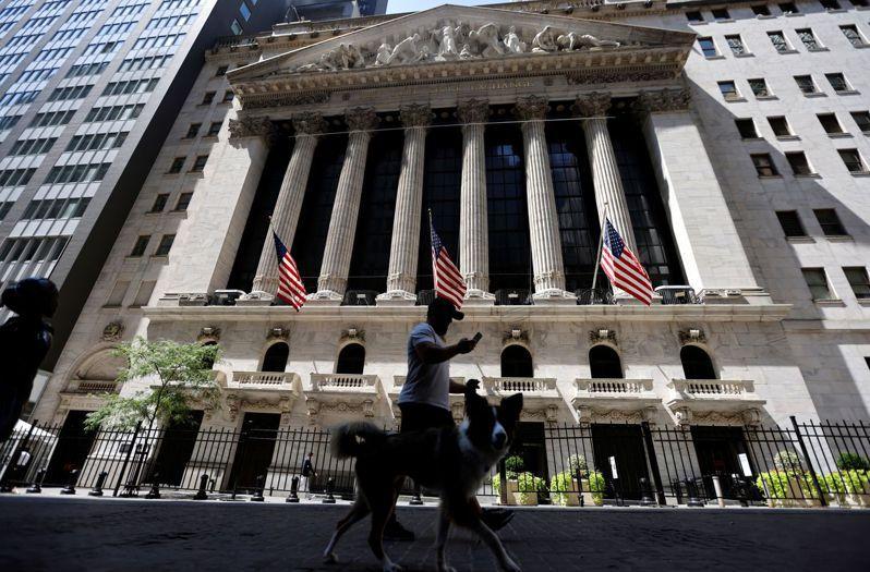 蘋果股價上漲,讓那斯達克綜合指數保持不墜。路透