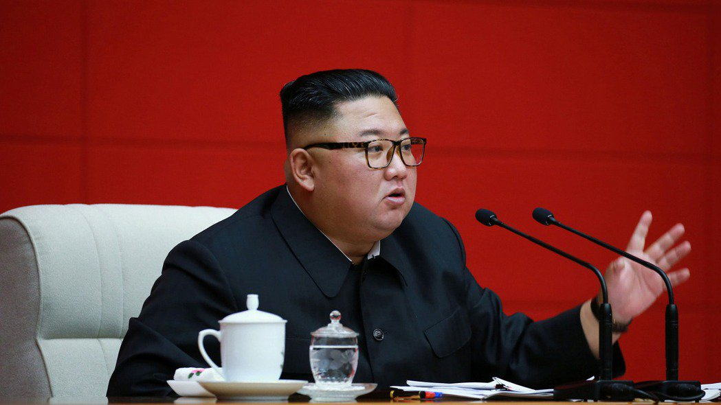 這張由北韓朝中社14日發布的照片,指稱北韓領導人金正恩出席勞動黨中央委員會政治局...