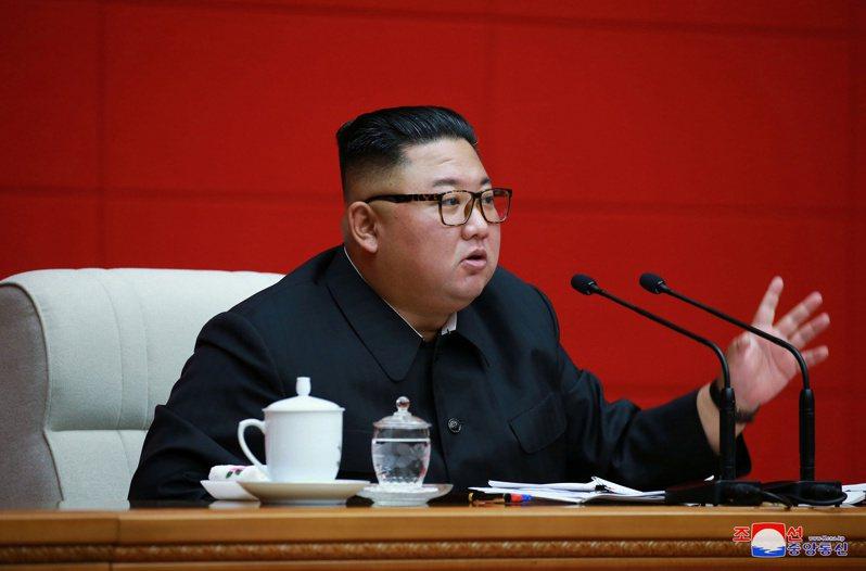 這張由北韓朝中社14日發布的照片,指稱北韓領導人金正恩出席勞動黨中央委員會政治局會議。  路透