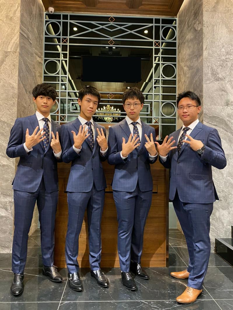 2020年第52屆國際化學奧林匹亞競賽我國參賽選手,左起為張恆睿、黃士朋、吳建沂、陳孟甫。圖/教育部提供