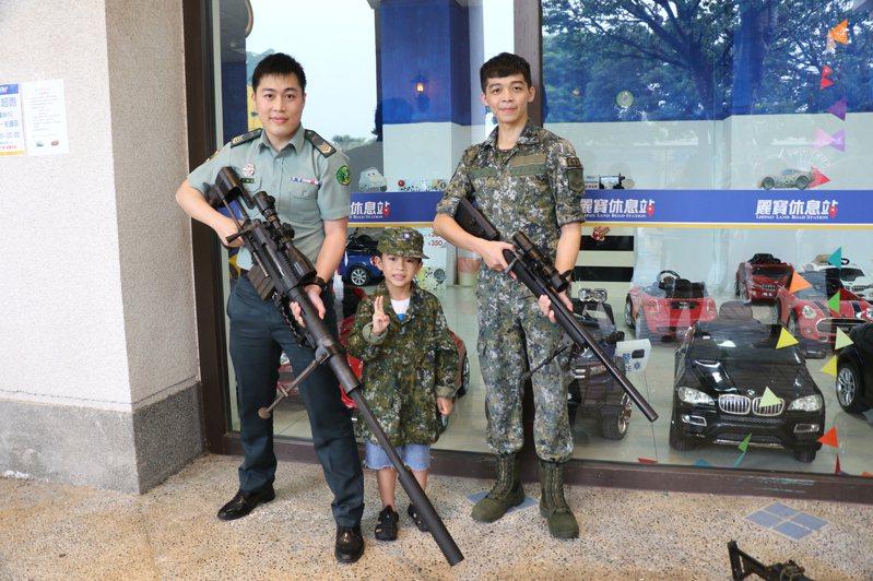 麗寶樂園8月15日、16日將推出小小軍人活動,小朋友可換上陸海空三軍制服帥氣闖關。圖/麗寶樂園提供