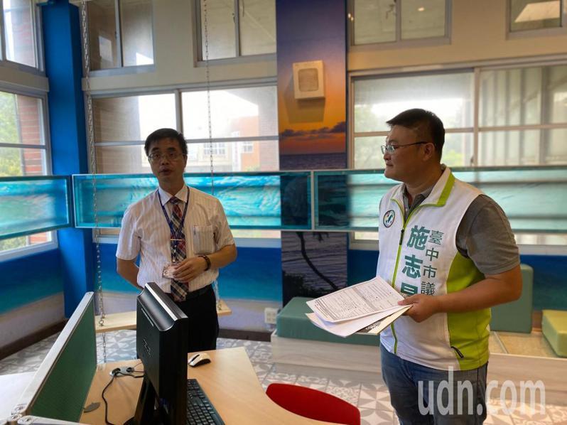 台中市議員施志昌今日會勘大甲高工圖書館共讀站工程進度。記者余采瀅/攝影