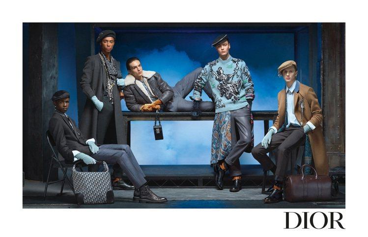 DIOR發表2020冬季男裝系列形象照,延伸大秀的雲霧繚繞感。圖/DIOR提供