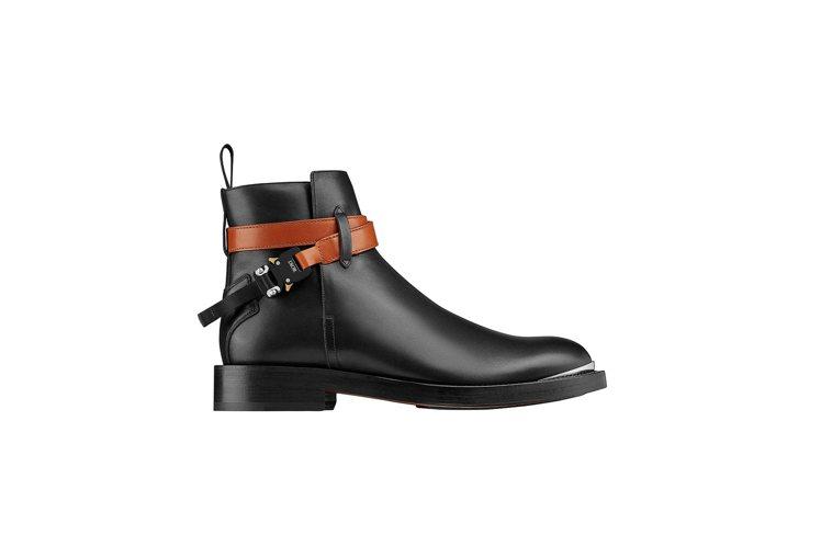 黑與亮棕色繫帶光滑小牛皮踝靴,66,000元。圖/DIOR提供