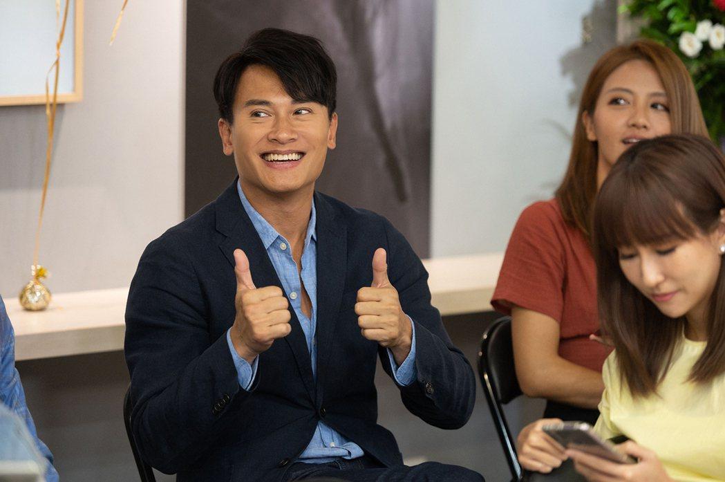 王建復(左)演出「女力報到-正好愛上你」。圖/TVBS提供