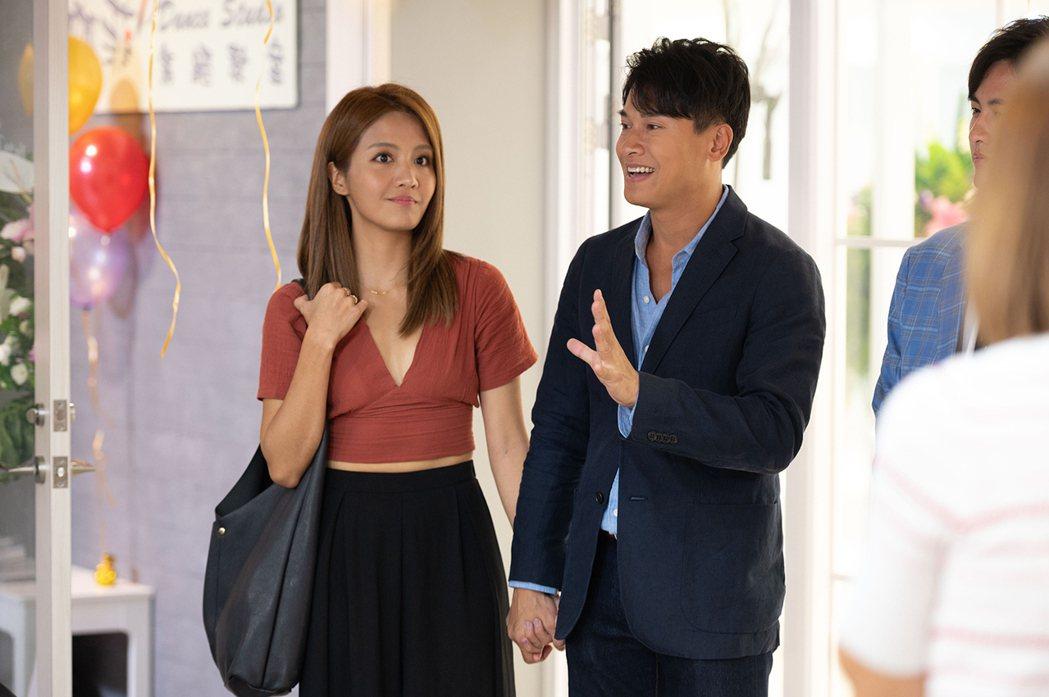 王建復(右)與李宣榕在新一季「女力報到」中四處放閃。圖/TVBS提供