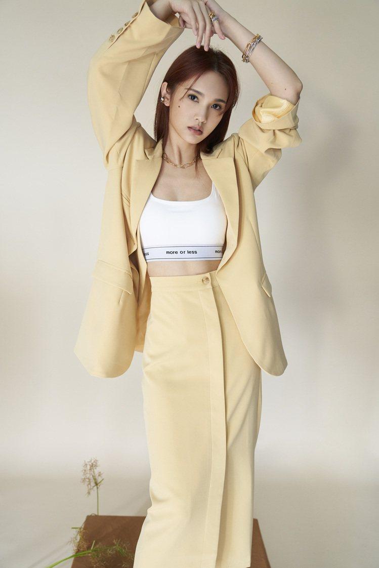 楊丞琳再度與時尚品牌PAZZO合作,即將推出More Real概念春夏系列服飾,...