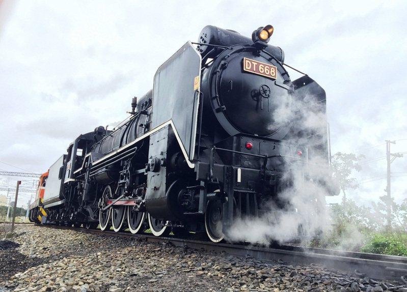 桃園市政府與交通部台鐵局合辦的首屆「2020富岡鐵道藝術節」,將重現蒸汽國王「DT668」蒸汽火車的風采。 圖/台鐵局提供