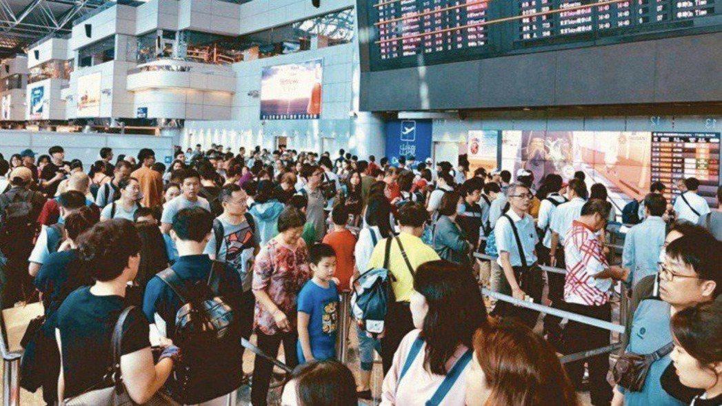 交通部觀光局日前宣布,旅行社出入團禁令再延長至8月底。 圖/聯合報系資料照片