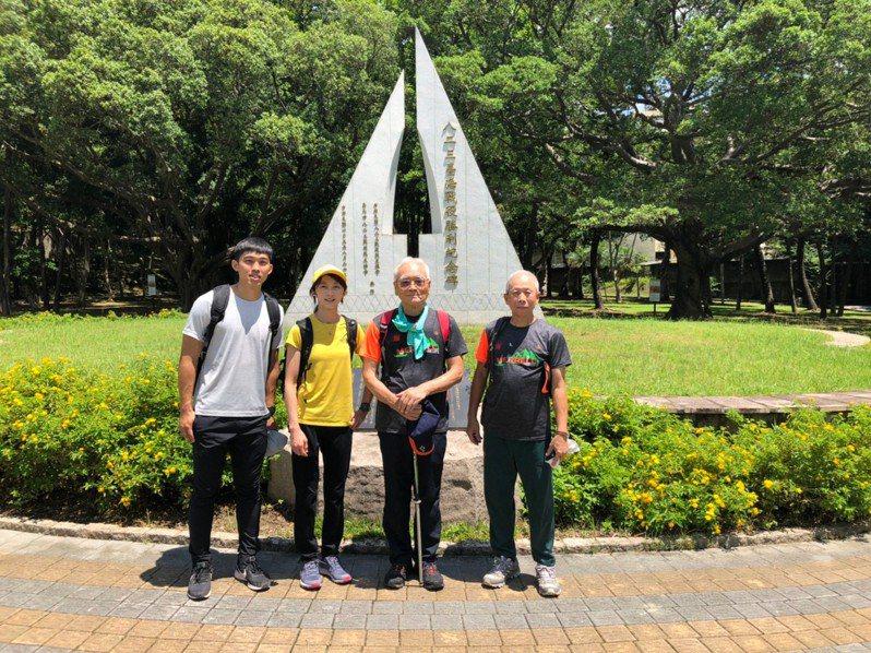 攀岩女神李虹瑩(左二)號召民眾一起出門爬山健行。圖/中華山岳協會提供