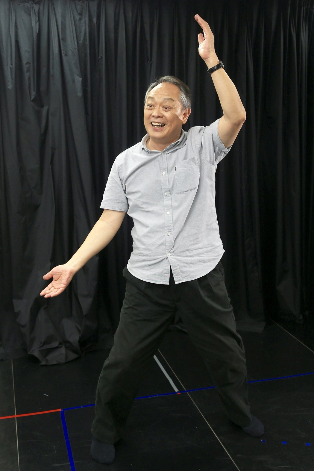 張復建將京劇身段融入生活中,透過幾個動作就能達到運動效果。記者林伯東/攝影