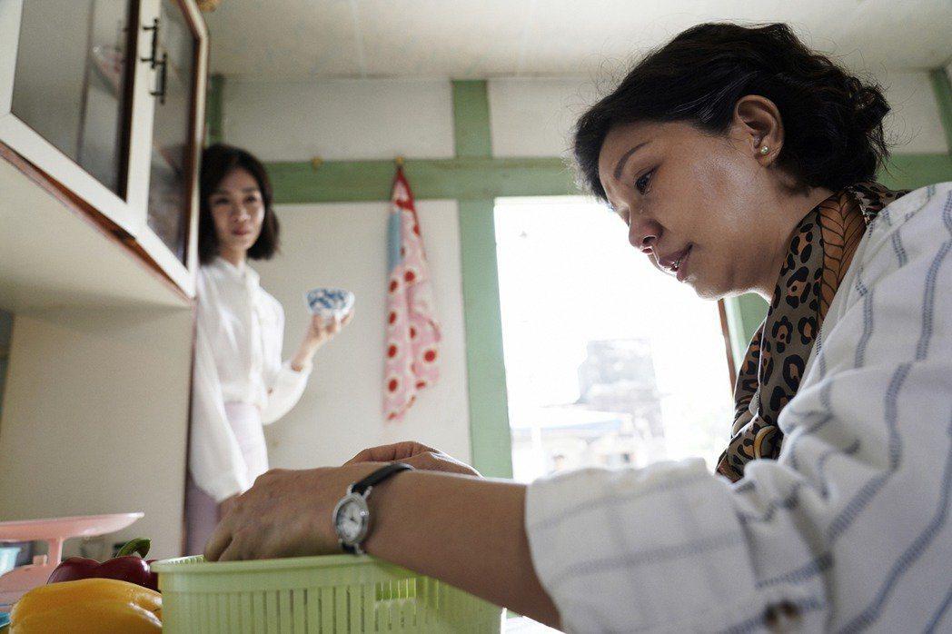 于子育(右)與謝盈萱母女和解戲碼催淚。圖/華視提供