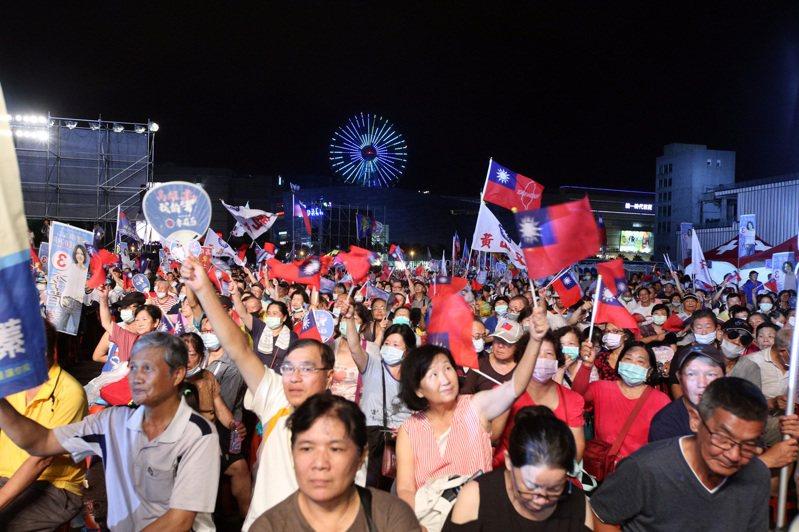 李眉蓁選前之夜到晚間8點30分許,主辦單位宣布已逾8萬人。記者劉學聖/攝影