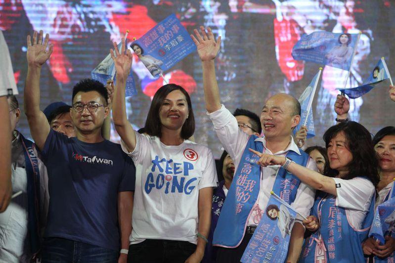 國民黨高雄市長候選人李眉蓁選前之夜,晚間9點左右,前市長韓國瑜到場,現場氣氛沸騰。韓國瑜臉上掛著笑容,主持也喊出現場群眾突破10萬人。記者劉學聖/攝影